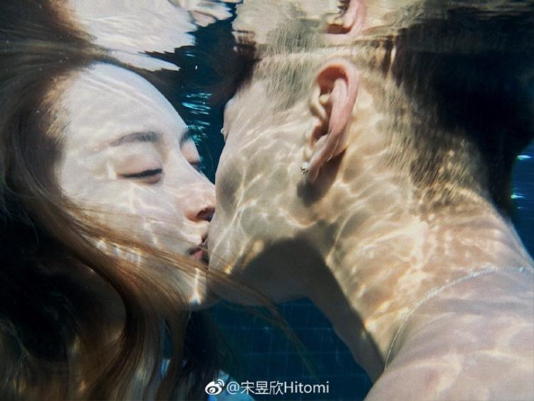 Từng trầm cảm đến mức suýt tự tử, cô gái trẻ đang lột xác trở thành hot girl có vòng 3 đẹp nhất Trung Quốc!