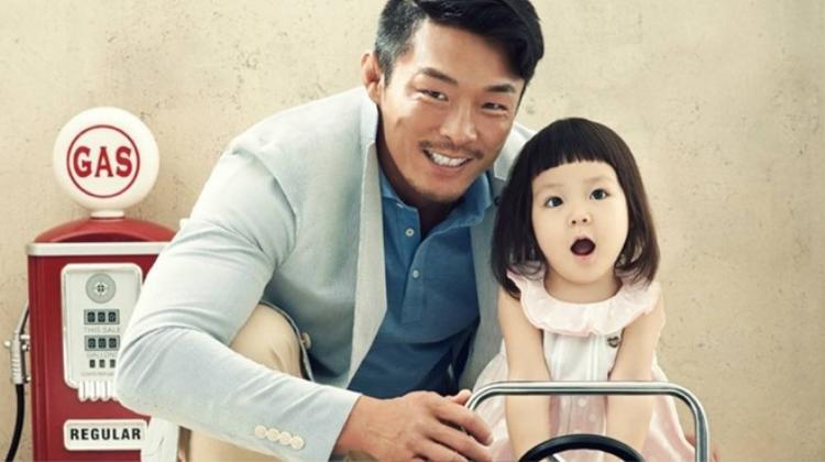 Ông bố Sung Hoo vô cùng yêu thương và hầu như rất ít khi từ chối những yêu cầu từ con gái.