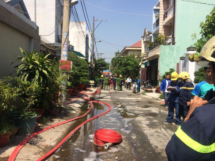 Cháy kho cáp công ty viễn thông, nhân viên tán loạn bỏ chạy thoát thân