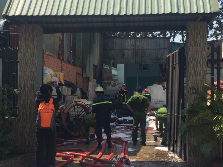 Lực lượng chức năng đang tiến hành điều tra làm rõ nguyên nhân vụ hỏa hoạn.