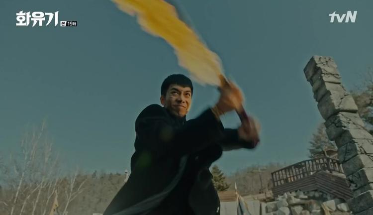 """Còn đây là phân cảnh Son Oh Gong """"múa lửa"""" để giết chết Hắc Long"""