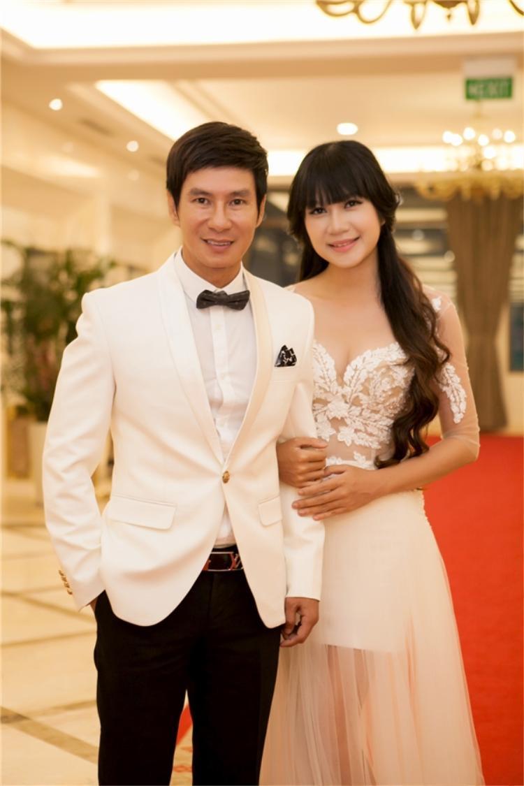 Cặp đôi này cũng phải trải qua nhiều sóng gió mới có thể hạnh phúc bên nhau như hiện tại.
