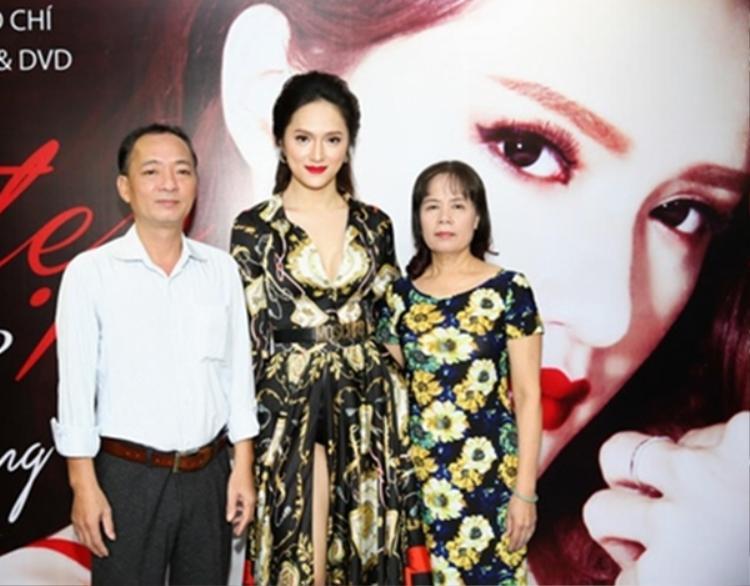 Bố mẹ của Hương Giang Idol.