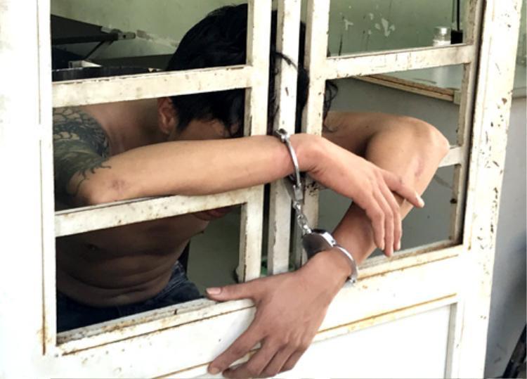 Một trong 3 nghi can đang bị tạm giữ. Ảnh: Nguyệt Triều.