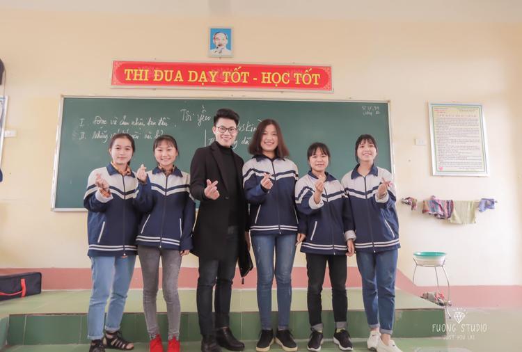 Tiến sĩ 9X Nguyễn Duy Cường về thăm trường cũ trong những ngày đầu năm
