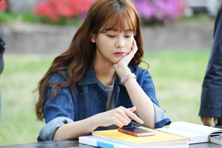 Dara (2NE1) xinh hết phần nữ chính Oh Yeon Seo tại buổi ra mắt 'Cheese In The Trap' bản điện ảnh
