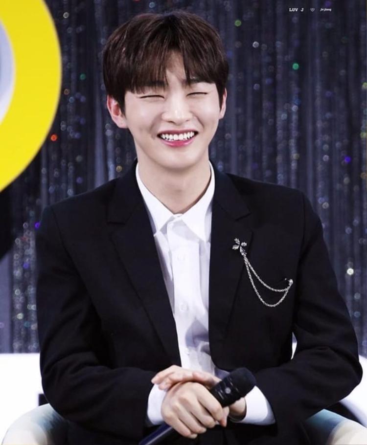 Hình ảnh Jisung trên show MBN Y Forum 2018.