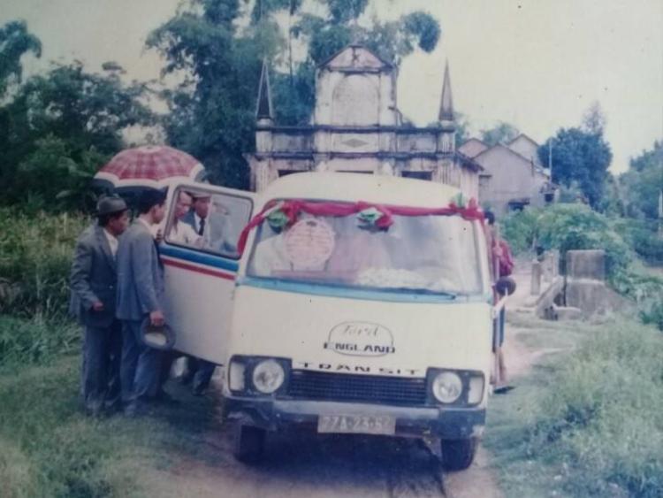 Ngày ấy cũng có cả ô tô để đón dâu.