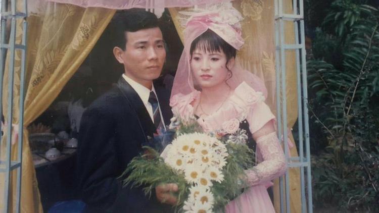 Kiểu mũ cưới điển hình của những năm 90.