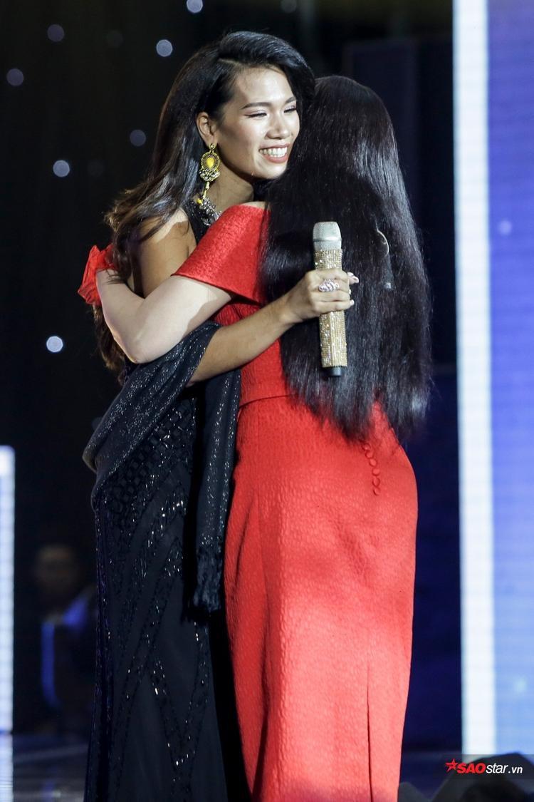 Hát đã hay, viên ngọc đen Thanh Tuyền Ebony còn mang cả chồng con lên khuấy đảo sân khấu
