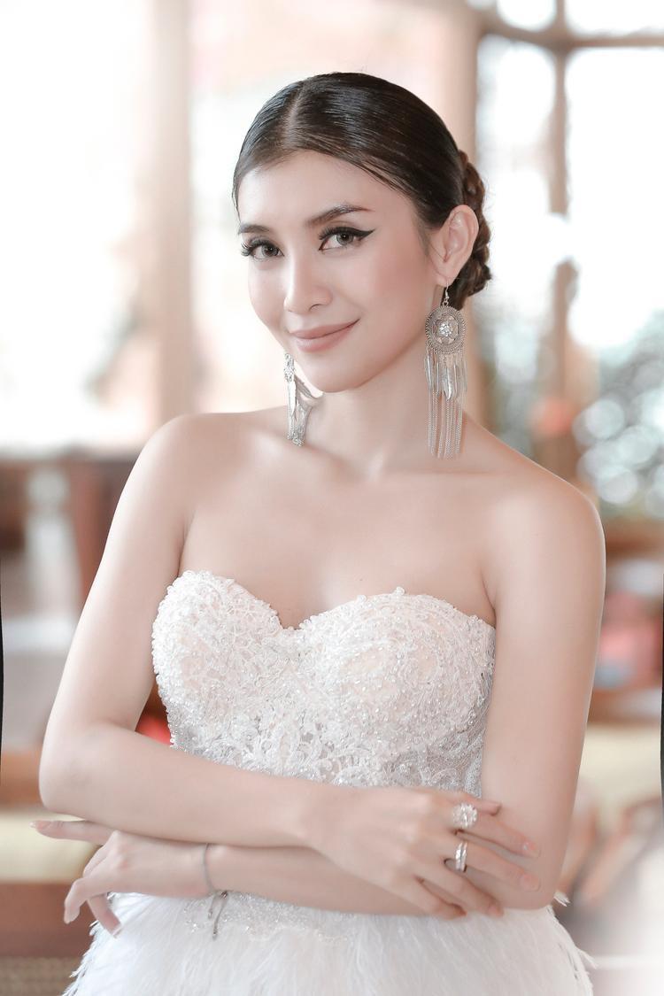 Người đẹp showbiz Việt và những kỷ niệm 8/3 bên mẹ không thể nào quên