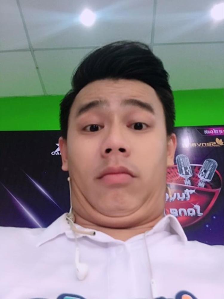 """MC Trần Anh Huy không hề """"V-line"""" như nhiều người hâm mộ vẫn nghĩ."""