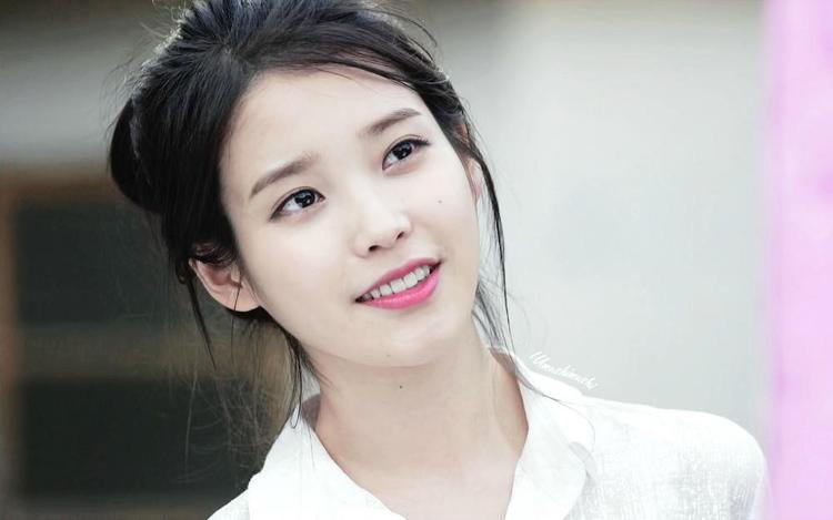 """""""Em gái quốc dân"""" IU nhận lời đồng ý đến biểu diễn tại doanh trại của Lee Seung Gi."""