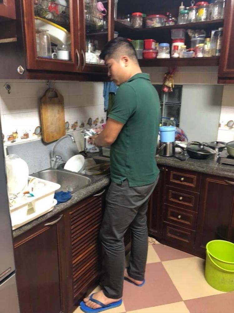 Việc đơn giản nhất các ông chồng có thể làm trong ngày 8/3 (và cả những ngày thường nữa) là rửa bát