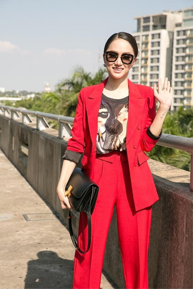 Hương Giang được đánh giá cao về thần thái và sự đầu tư hình ảnh. Cô là một trong những ứng viên được chú ý tại cuộc thi bên cạnh người đẹp Thái Lan, Brazil…