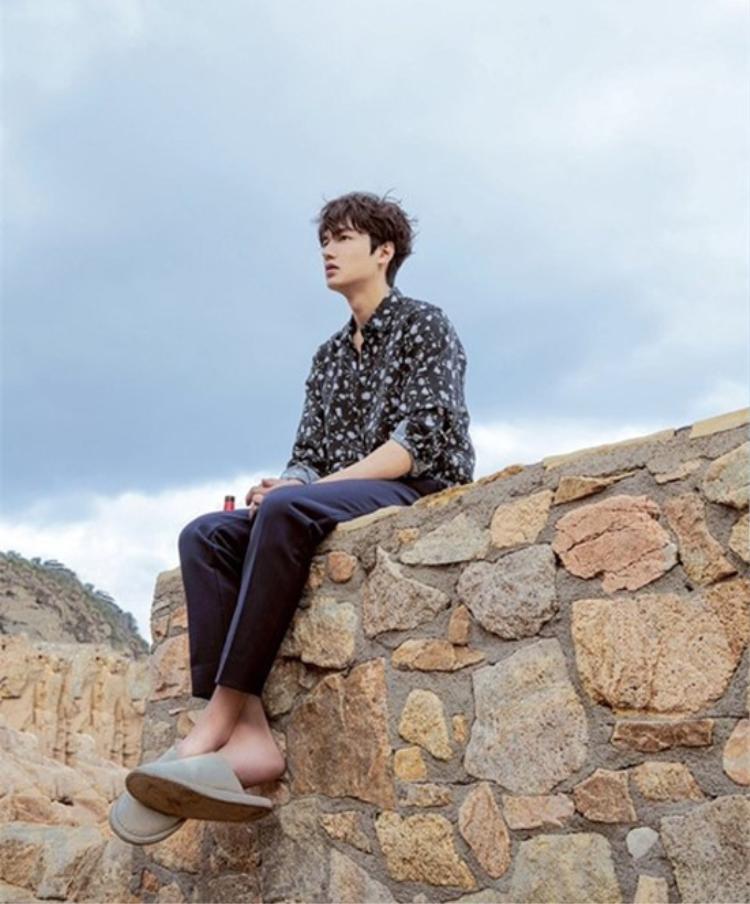 Trong phim này, Lee Min Ho sẽ lần đầu tiên đóng đúp hai vai: một là Kim Moon, con trai một gia đình quý tộc dưới triều đại Joseon và vai còn lại là Heo Joon Jae, gã lừa đảo thiên tài ở thời hiện tại.