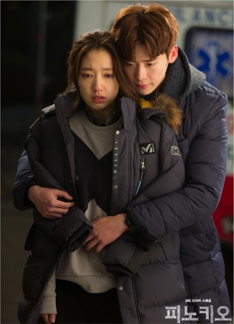 """Lee Jong Suk và Park Shin Hye từng dính tin đồn hẹn hò trong suốt 3 năm sau khi hoàn thành bộ phim """"Pinocchio"""" (2014)"""