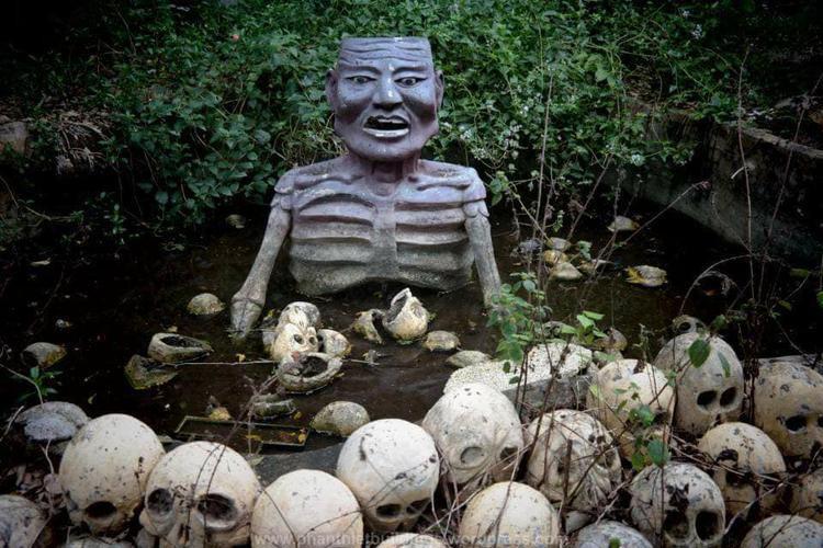 Hết hồn chưa, đây là những bức tượng trong một công viên giải trí bị bỏ hoang!