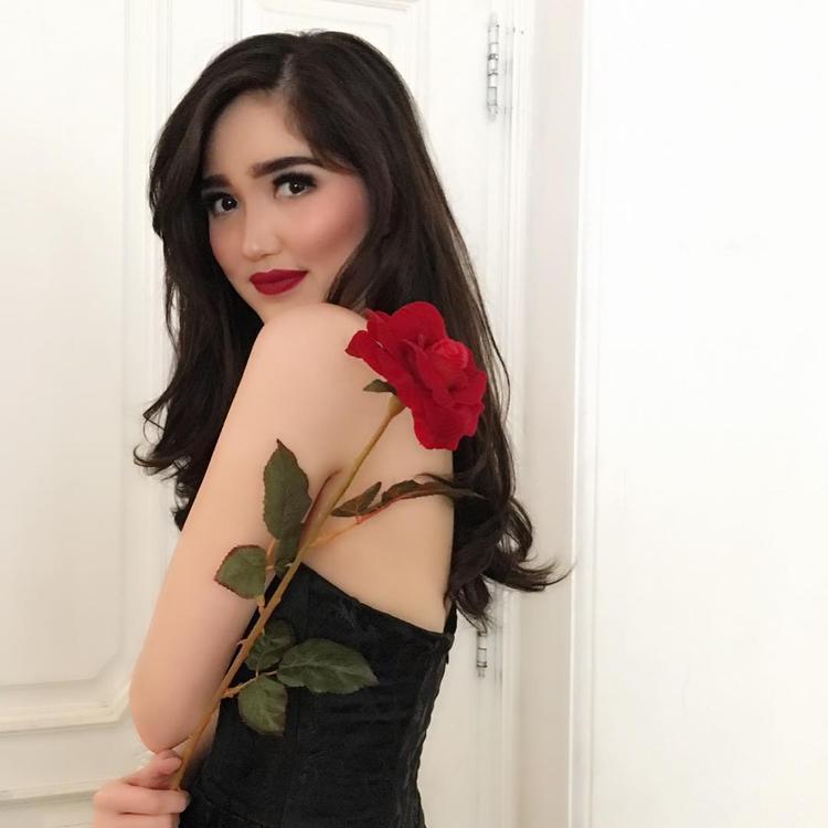 Vượt qua 38 thí sinh,Sonia Fergina đã xuất sắc đăng quang ngôi vị cao nhất cuộc thiPuteri Indonesia (Hoa hậu Hoàn vũ Indonesia 2018). Đây là một chiến thắng bất ngờ bởi cô không được đánh giá cao ở cuộc thi năm nay vì ngoại hình bình thường, kém nổi bật.