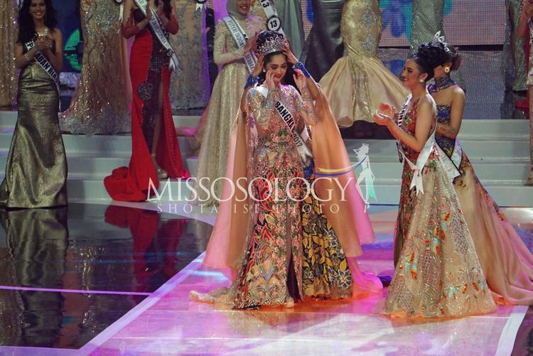 """Sonia Ferginasẽ đại diện """"đất nước vạn đảo"""" đến với đấu trường nhan sắc Miss Universe vào cuối năm nay."""