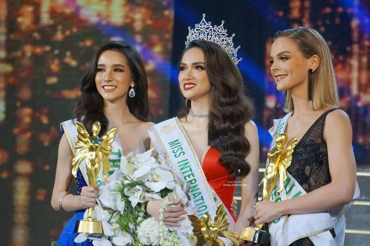 Làn sóng chỉ trích Hoàng Hải Thu càng mạnh mẽ hơn khi Hương Giang Idol chính thức trở thành tân Hoa hậu Chuyển giới Quốc tế.