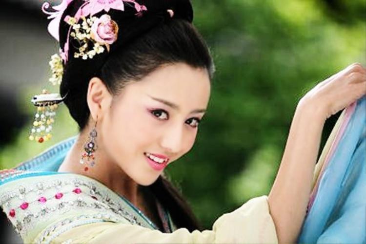 """Triệu Phi Yến của Đồng Lệ Á trong """"Mẫu nghi thiên hạ"""" là vai diễn gây được nhiều ấn tượng với khán giả nhất"""