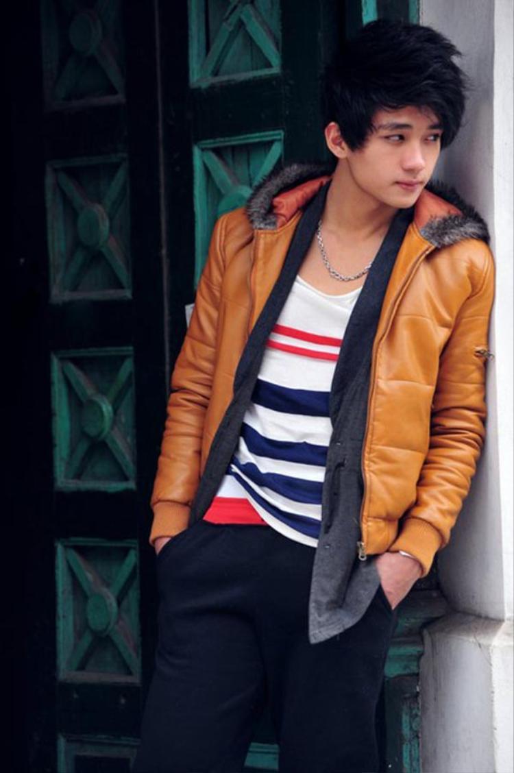 Hữu Vi được biết đến đầu tiên với vai trò người mẫu teen, lúc này anh sở hữu ngoại hình khá thư sinh và hiền lành.