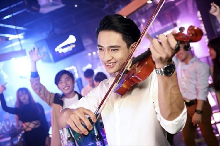Hay anh chàng đa tài ởBe Your Best Version của nữ ca sĩ Tóc Tiên.