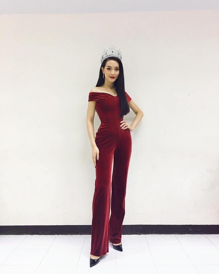 Bên cạnh nhan sắc, cựu hoa hậu còn được khen ngợi với gu thời trang đẹp mắt, tinh tế.