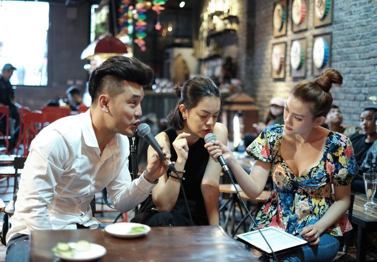 Sự tái ngộ của những người bạn Thu Thuỷ và Phạm Quỳnh Anh cũng tạo nên nhiều cảm xúc. Khi cả ba cùng hoà giọng vào một ca khúc quen thuộcAnh không muốn bất công với emđã làm cho đạo diễn Quang Huy xúc động thật sự.