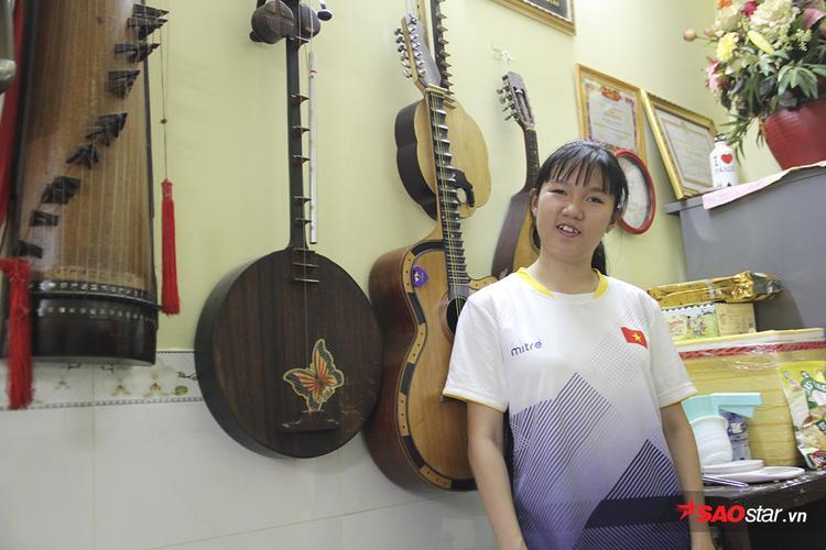 Nữ VĐV khuyết tật làm ca sĩ Ngọc Sơn rơi lệ: Cô bán bánh có giọng ca vàng
