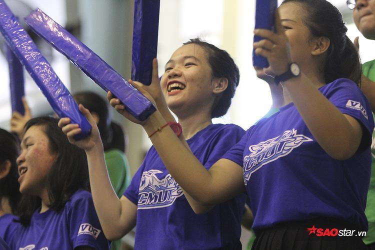 Người đẹp nhảy múa cuồng nhiệt cổ vũ giải thể thao sinh viên lớn nhất Việt Nam