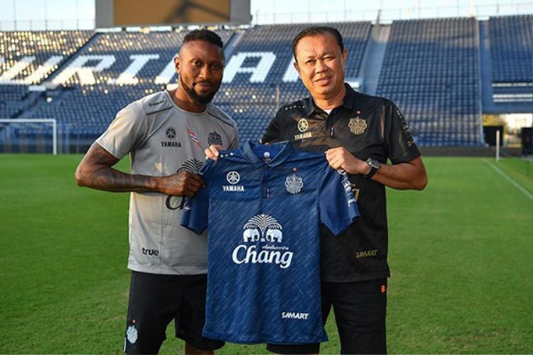 Hoàng Vũ Samson từng bất ngờ bỏ CLB Hà Nội đến với Burriam United.