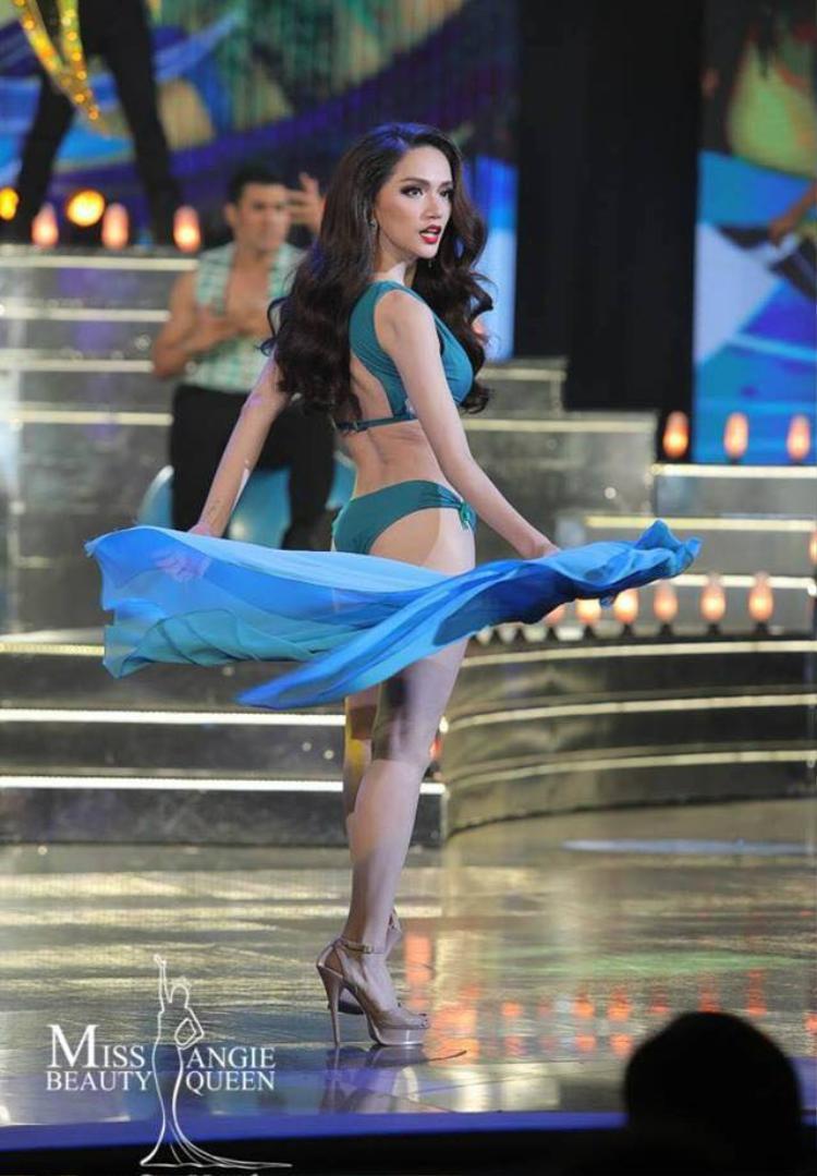 Hình ảnh tân hoa hậu sải bước catwalk mạnh mẽ trong đêm chung kết được lan truyền rộng rãi trên mạng xã hội. Không những Việt Nam mà người hâm mộ Thái Lan cũng ủng hộ chiến thắng của Hương Giang.