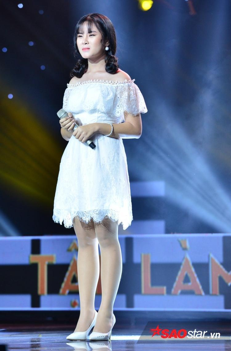 """Sự chín chắn trong cách sáng tác của Tường Vy khiến nhạc sĩ Lê Minh Sơn dí dóm gọi cô nàng là """"Vy bà cụ""""."""