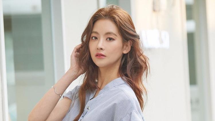 """Nữ ngôi sao sẽ đảm nhận vai """"nữ sinh tóc xù"""" Hong Seol"""