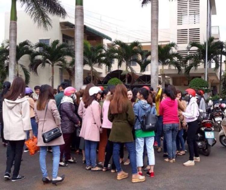 Hàng trăm giáo viên hợp đồng tại Krông Pắk đang đứng trước nguy cơ mất việc.