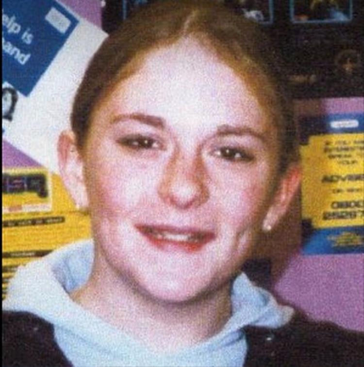 Becky Watson, qua đời trong một vụ tai nạn ô tô.