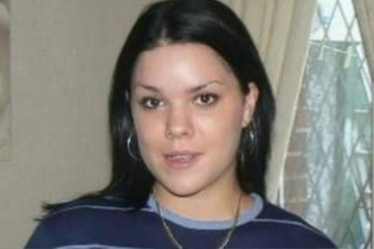 Vicky Round, một nạn nhân khác, qua đời vì sốc thuốc.