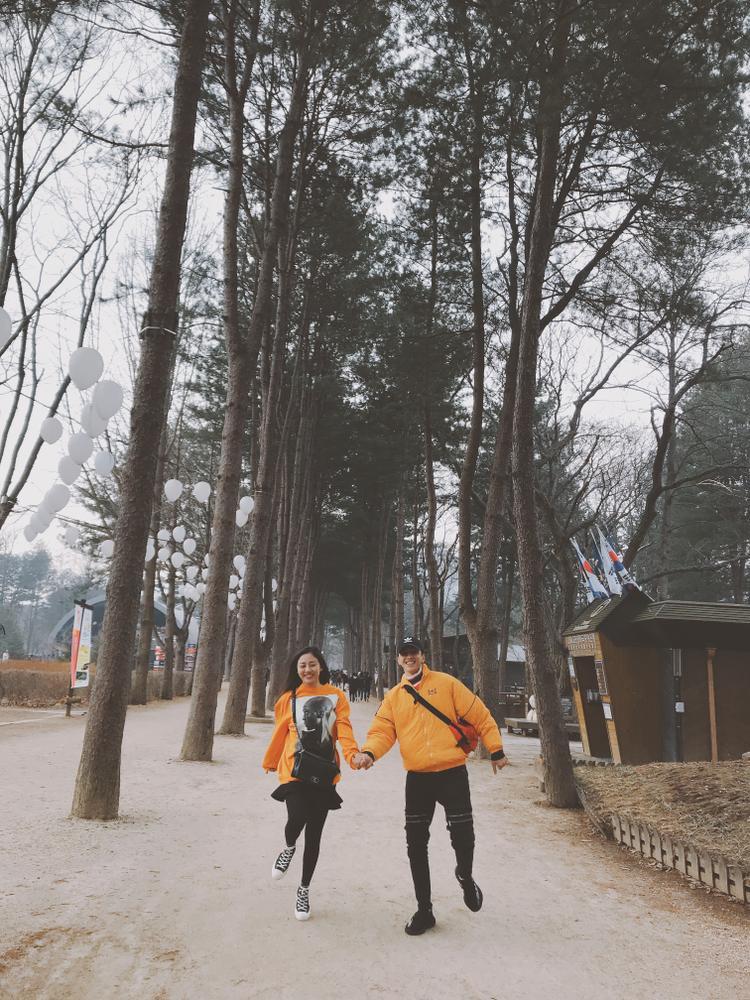 Văn Mai Hương và Bình An tại đảo Nami - địa điểm quay phim truyền hình nổi tiếng Bản tình ca mùa đông.
