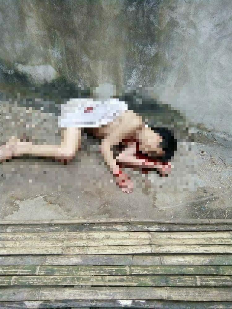 Người dân bàng hoàng khi phát hiện nam thanh niên đã tử vong, trên người có nhiều vết cắt.
