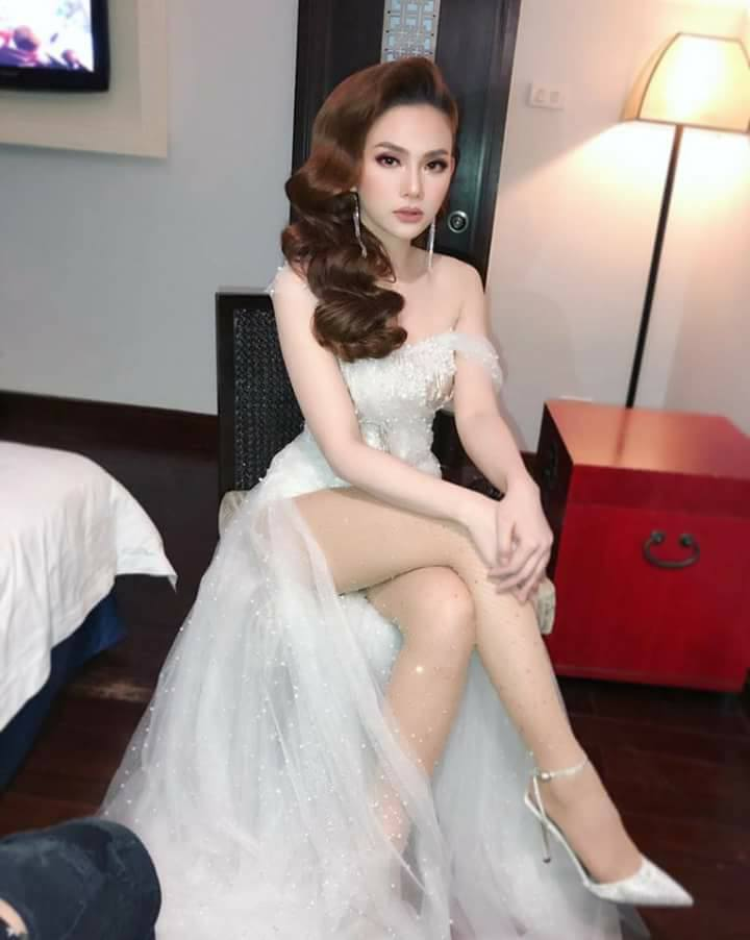 Ca sĩ Thu Thủy không chỉ khiến fans ngưỡng mộ bởi nhan sắc xinh đẹp, giọng ca trong trẻo mà còn bởi gu thời trang bắt mắt chỉn chu từ thảm đỏ, sân khấu đến street style đời thường.