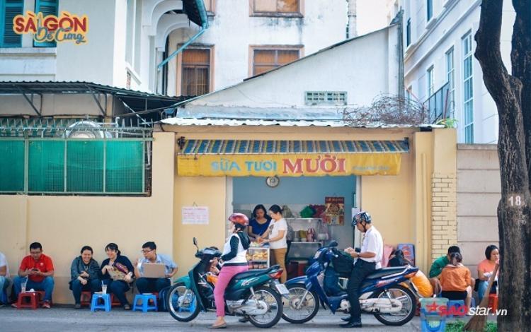 Mười đâu chỉ là Mười, Mười còn một phần kỷ niệm Sài Gòn đã trót thương rồi nên mãi không quên. Vậy thôi…