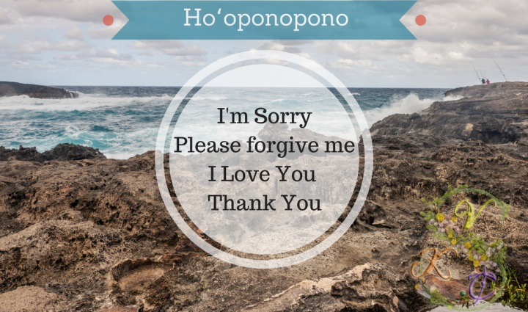 Ho'oponopono có nghĩa: Xin lỗi. Hãy tha thứ cho tôi. Tôi yêu bạn. Cảm ơn.Ho'oponopono biểu thị nhân sinh quan của người Hawaii về sự hòa giải và tha thứ. Ảnh sưu tầm