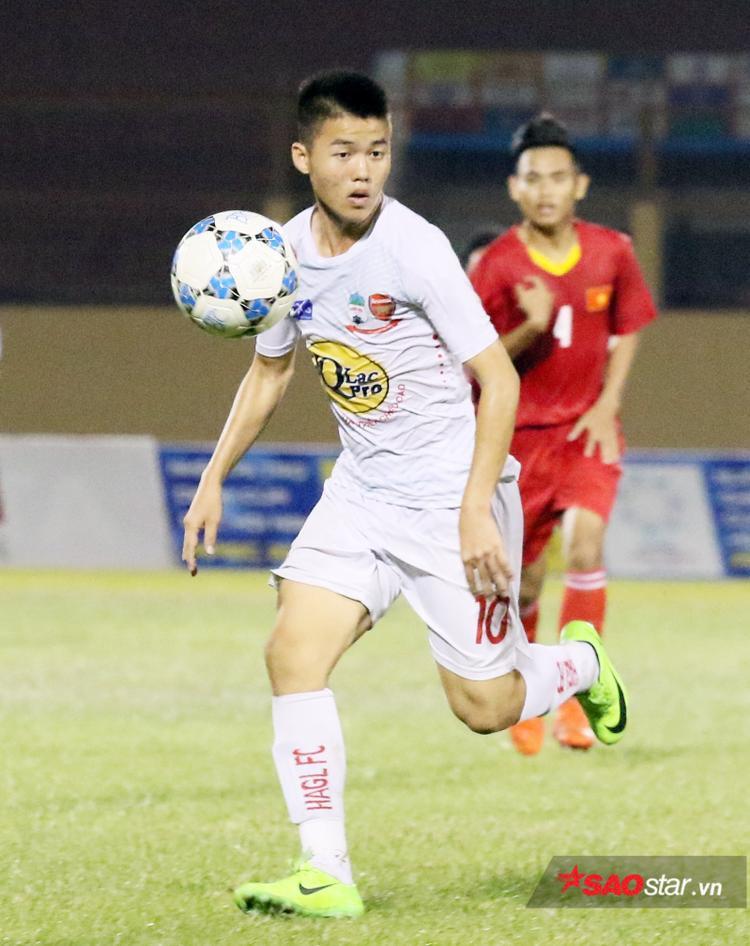 Huỳnh Tiến Đạt - gương mặt nổi bật có thể hình đẹp và được kỳ vọng trở thành trung phong giỏi.