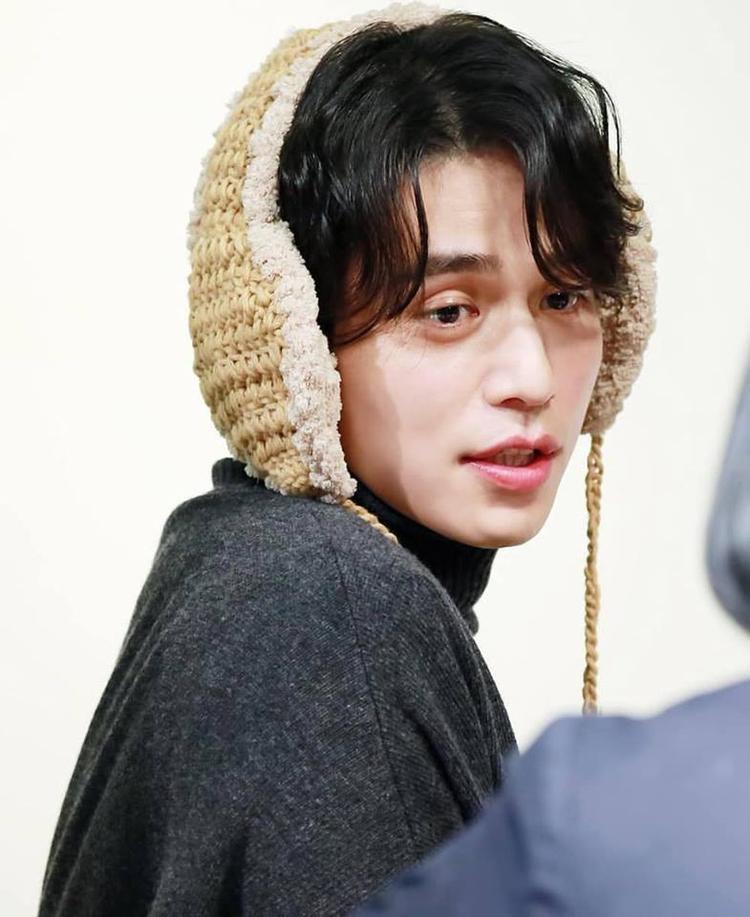 Cũng có những lúc Lee Dong Wook đáng yêu chết người trong mắt các fan như thế này.