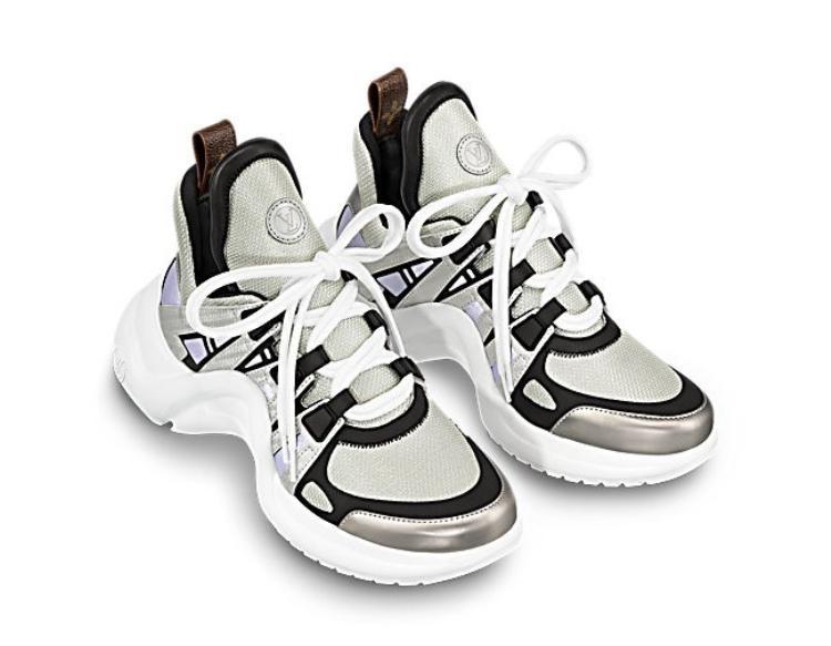 """Thiết kế sneakers """"ông già"""" của Louis Vuitton được chấm phá bởi tinh thần viễn tưởng tạo nên sức hút đặc biệt khi kết hợp cùng những thiết kế mang cảm hứng hoàng gia Pháp thế kỉ 18."""