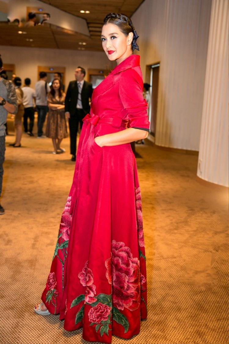Lukkade Metinee từng là Hoa hậu Thái Lan 1992.