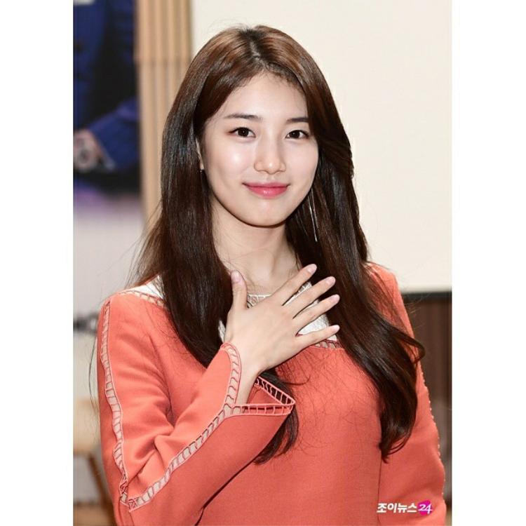 Bộ sưu tập son của Suzy tuy toàn mầu cũ chẳng phải dạng hot nhưng cũng khiến các fan choáng ngợp vì các cấp độ hồng: hồng đào, hồng phấn, hồng baby… đủ cả.