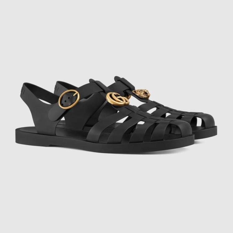 Phiên bản màu đen của mẫu sandal từ nhà mốt sang chảnh.